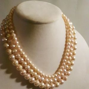 Jewelry - Triple Strand Pink Spackle Beads Necklace